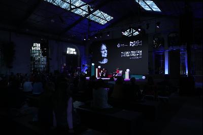 Encuentro de Gloria Steinem con el público.