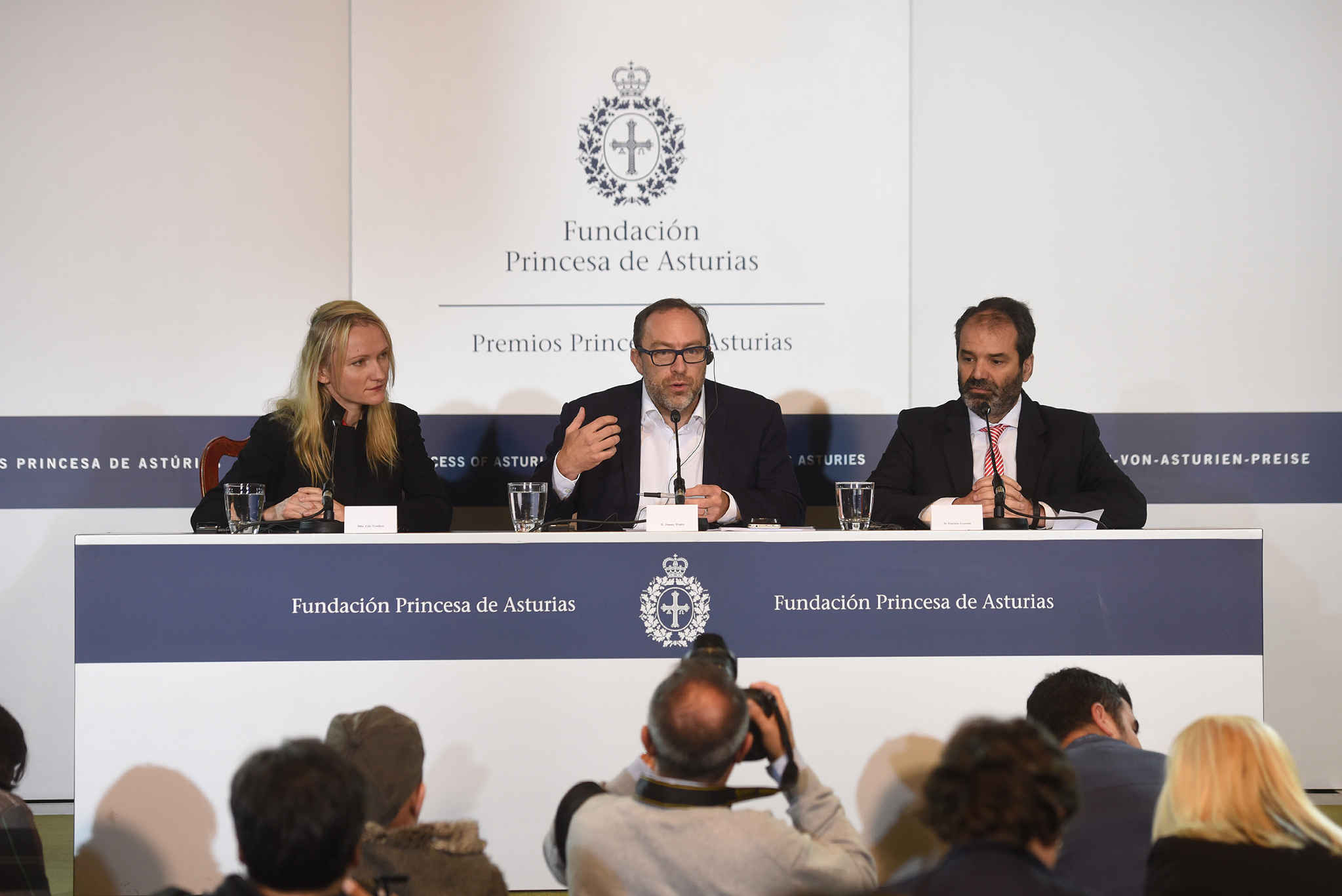 Press conference with Jimmy Wales, Ravan Jaglar, Jeevan José, Patricio y Lourdes