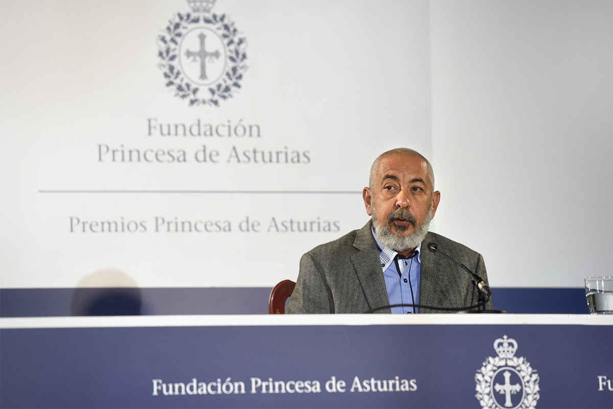 Press conference with Leonardo Padura