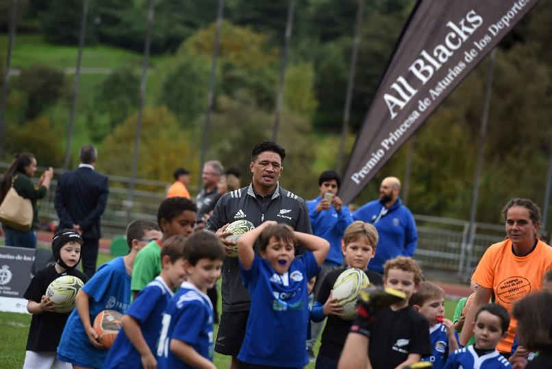 "Coaching Session with Rugby Clubs"". Representatives of All Blacks during the coaching session with Asturian rugby clubs at San Lázaro Municipal Sports Facilities."