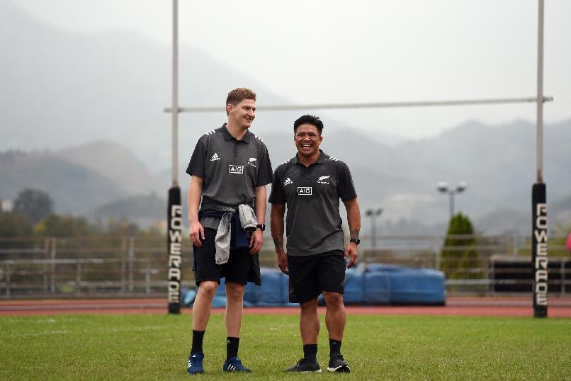 """""""Entrenamiento con clubes de rugby"""". Representantes de los All Blacks, durante la sesión de entrenamiento con clubes de rugby asturianos en las Instalaciones Municipales de San Lázaro"""