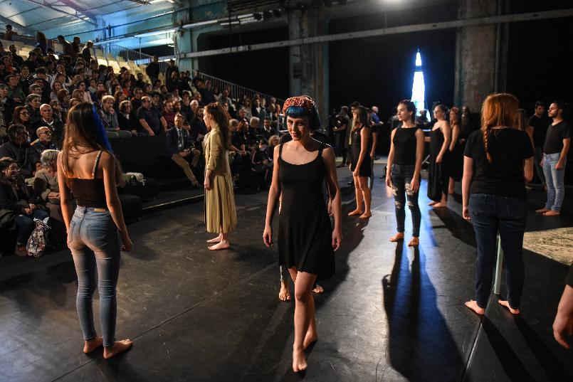 Función-homenaje a Peter Brook y encuentro con estudiantes de escuelas de artes escénicas