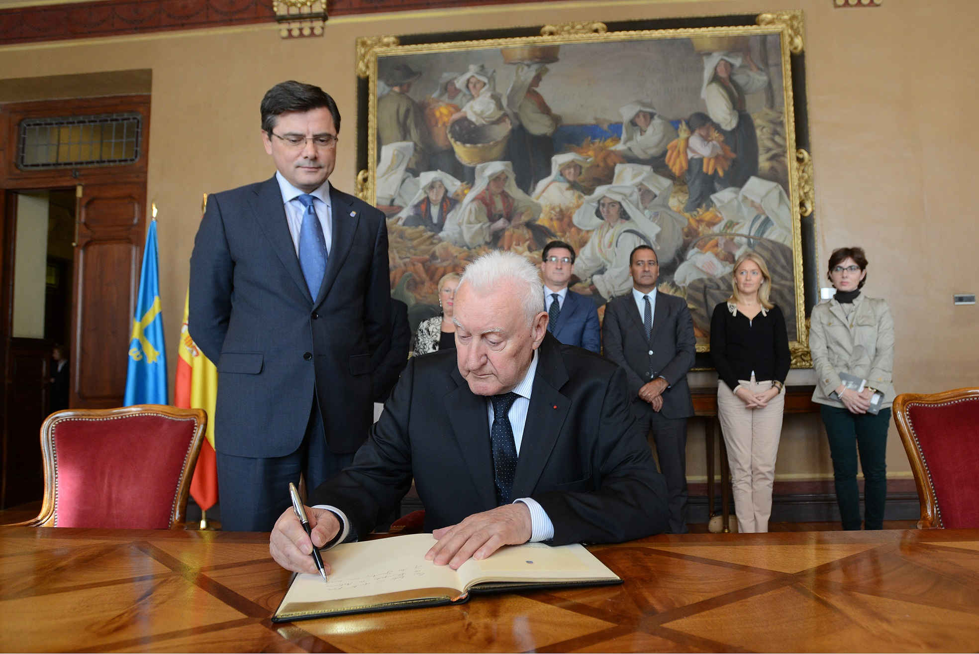 Joseph Pérez visiting the Regional Parliament of the Principality of Asturias