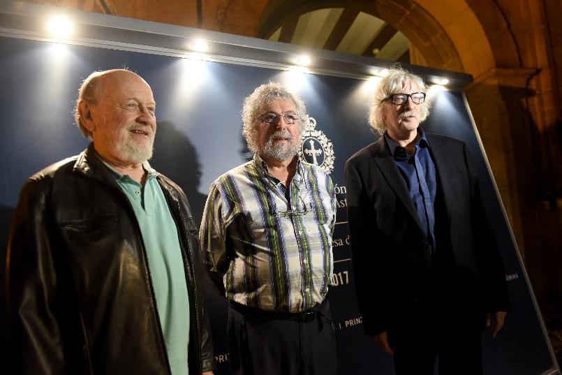 Arrival of Marcos Mundstock , Carlos Núñez Cortés and Carlos López Puccio