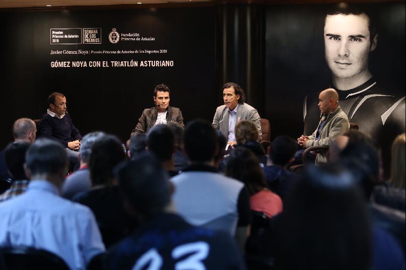 """""""Gómez Noya con el triatlón asturiano""""."""