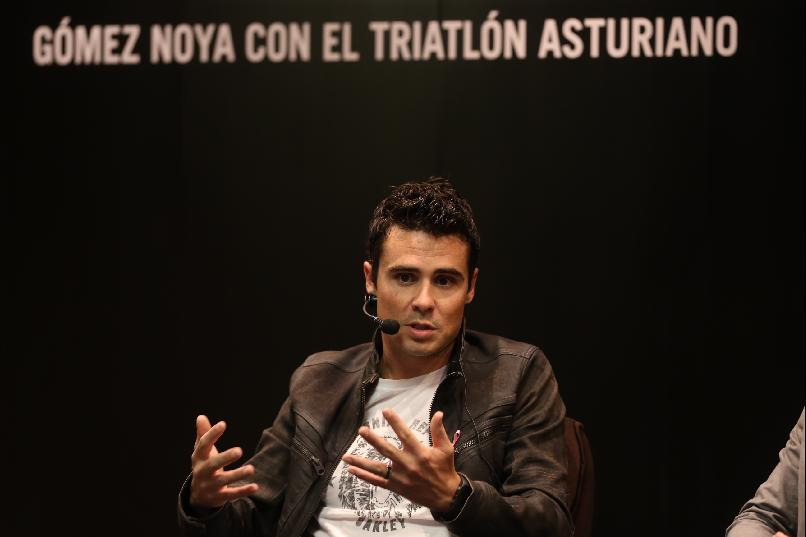"""Gómez Noya with the Asturian Triathlon."""