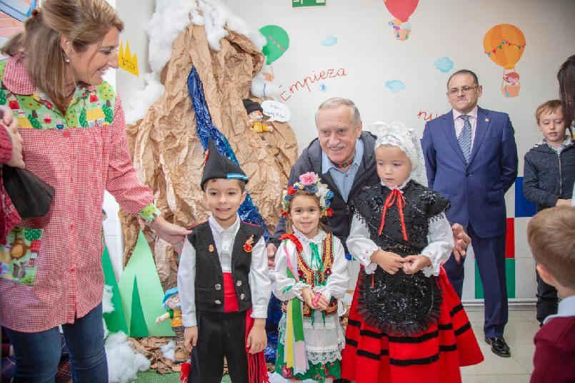 Visita de Krzysztof Wielicki a centro educativo