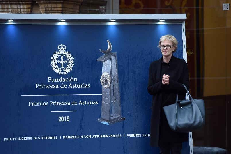 Arrival of Siri Hustvedt