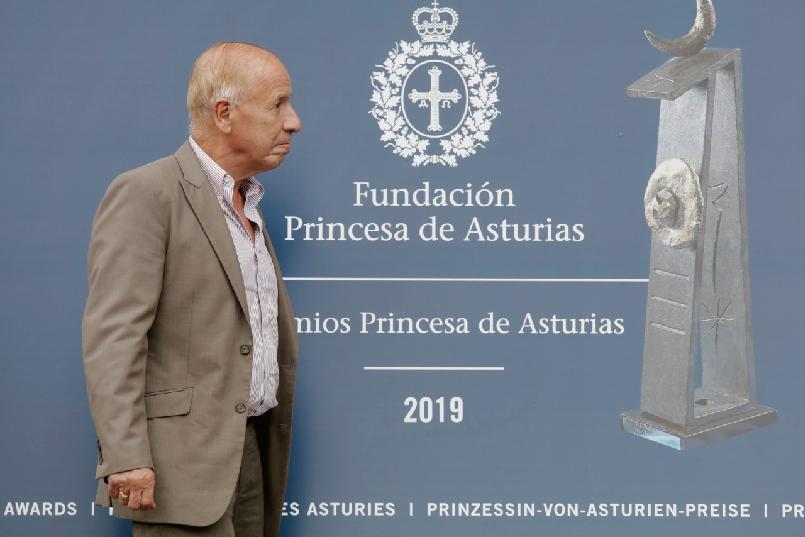 Arrival of Alejandro Portes