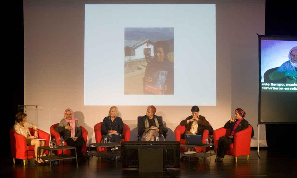 Mesa redonda con representantes del Moviento Internacional de la Cruz Roja y de la Media Luna Roja