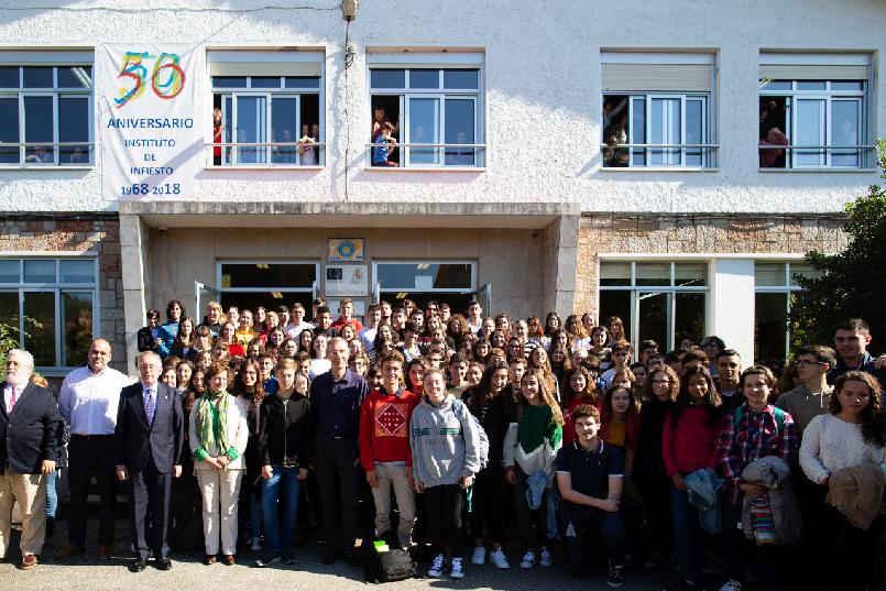 Conferencia a estudiantes
