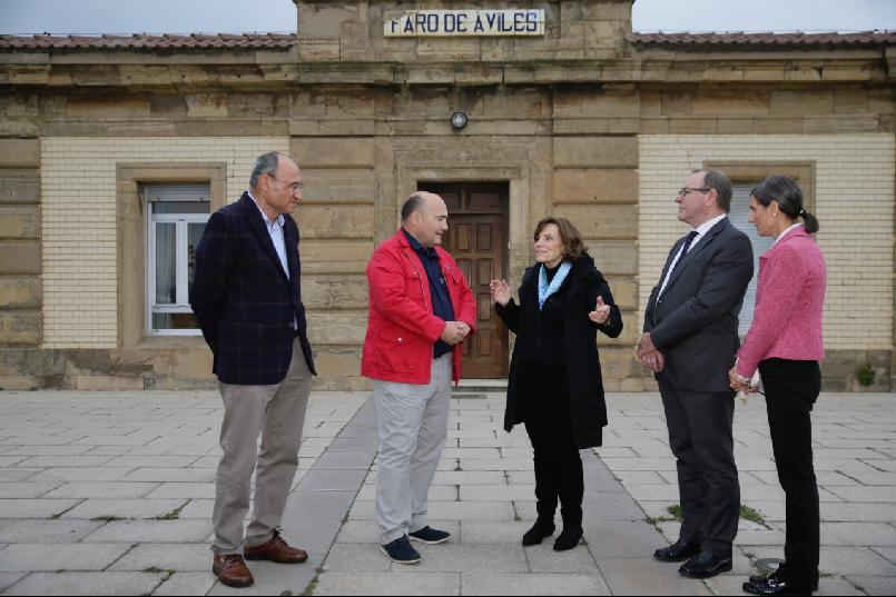 Sylvia A. Earle visits the lighthouse of San Juan de Nieva