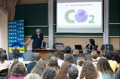 Visita de Joanne Chory y Sandra Myrna Díaz a la Facultad de Biología de la Universidad de Oviedo.
