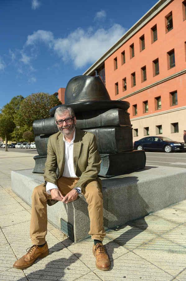 Visita de Antonio Muñoz Molina a la Universidad de Oviedo