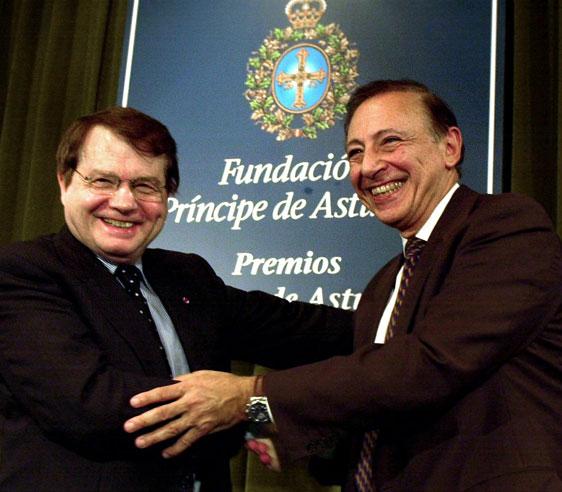 Luc junto a Robert Gallo, recibiendo el Premio Príncipe de Asturias